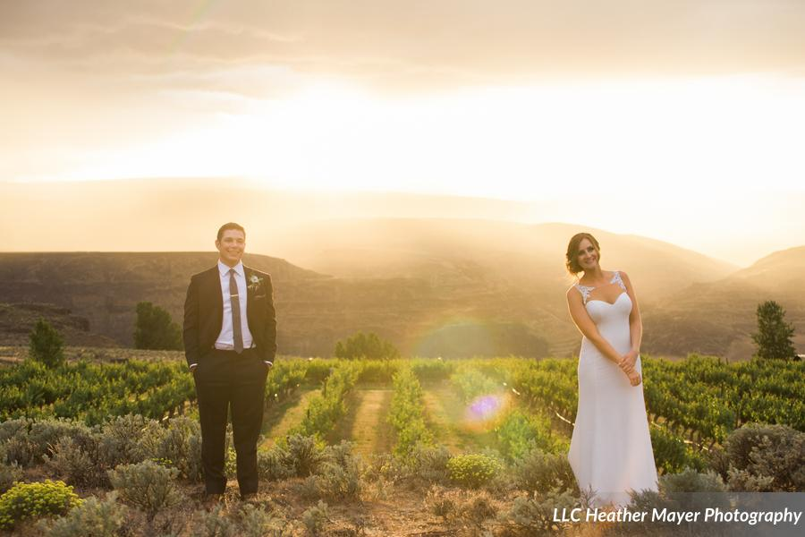 beautiful-couple-sunset-lakechelanflowers-com-heathermayerphotography-lakechelanweddingrentals-com-caveb-com
