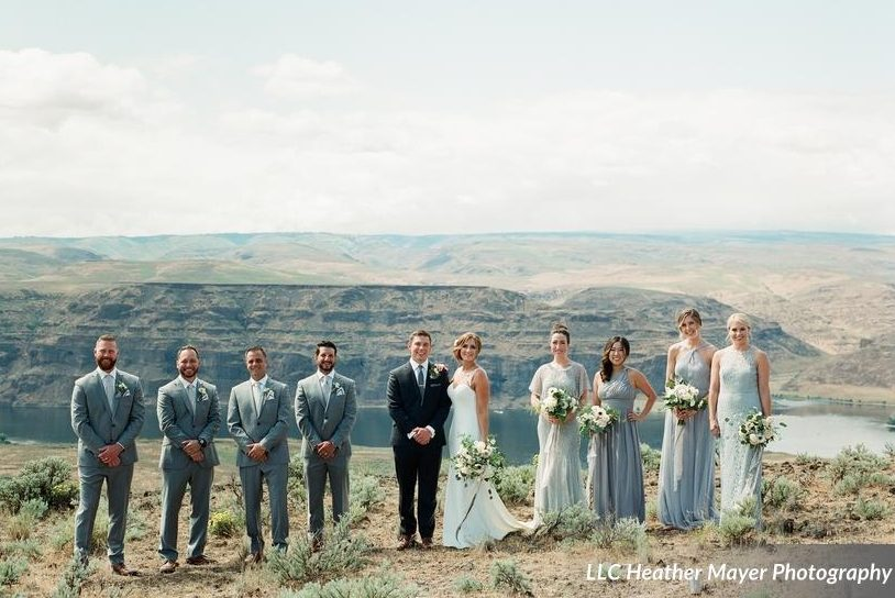 wedding-party-grey-white-black-dresses-bouquet-organic-florist-lakechelanflowers-com-heathermayerphotography-lakechelanweddingrentals-com-caveb-com